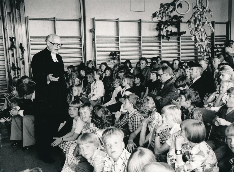 HB Hammar håller skolavslutning i Tockarps skola.jpg